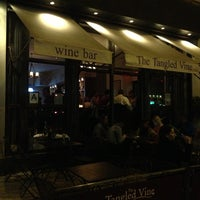 Foto diambil di The Tangled Vine Wine Bar & Kitchen oleh Anton B. pada 6/13/2013