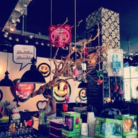 Das Foto wurde bei TOYKIO Gallery & Coffee von Fatma K. am 7/7/2013 aufgenommen