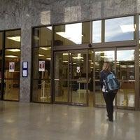 Foto diambil di Hesburgh Library oleh Jian X. pada 11/18/2012