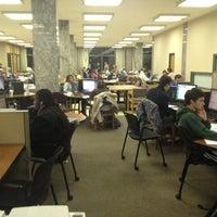 Foto diambil di Hesburgh Library oleh Jian X. pada 10/11/2012