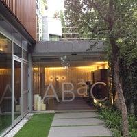 Foto tomada en ABaC Restaurant & Hotel por Christopher S. el 10/6/2012