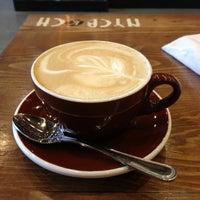 Photo prise au New York City Bagel & Coffee House par Jin K. le7/7/2013
