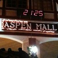 Foto tirada no(a) Aspen Mall por Pedro C. em 10/28/2012