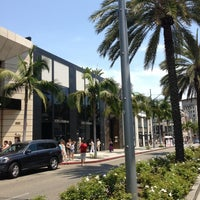 Снимок сделан в Streets of Beverly Hills пользователем Ahmed B. 6/29/2013