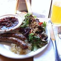 Снимок сделан в Rosamunde Sausage Grill пользователем Brett W. 9/25/2012