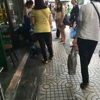 Photo prise au ร้านกาแฟ Bluemountain (หน้าร้านดีไทย) par Paweera R. le4/27/2016