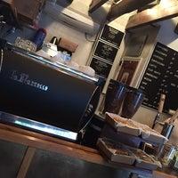 Foto tirada no(a) Birch Coffee por Alex R. em 10/28/2014