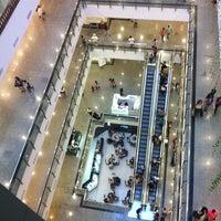 Foto tirada no(a) Miramar Shopping por Aline G. em 7/13/2013