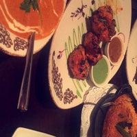 Foto diambil di Asha's Contemporary Indian Cuisine oleh ʂααԃ pada 9/2/2018