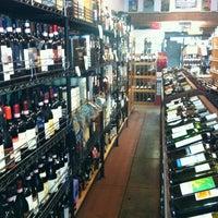 Das Foto wurde bei Larchmont Village Wine & Cheese von Leah T. am 11/1/2012 aufgenommen