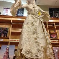 Das Foto wurde bei Drama Book Shop von Elena S. am 5/18/2013 aufgenommen