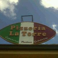 Foto tomada en Pizzeria La Torre por Paola C. el 9/26/2012