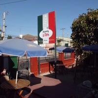 Foto tomada en Pizzeria La Torre por Paola C. el 6/3/2013