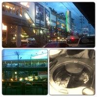 9/22/2013 tarihinde Knackii S.ziyaretçi tarafından ก๋วยเตี๋ยวแซงโค้ง'de çekilen fotoğraf