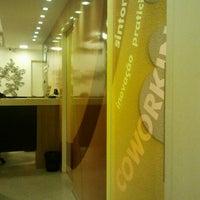 Foto tirada no(a) HG Office por Aida G. em 9/26/2012