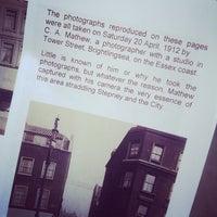 Das Foto wurde bei Bishopsgate Institute von Doreen Joy am 4/6/2014 aufgenommen