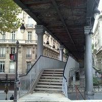 Das Foto wurde bei Pont de Bir-Hakeim von Andrea U. am 9/24/2012 aufgenommen