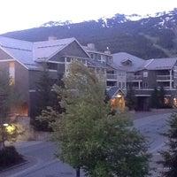 Foto tirada no(a) Summit Lodge Whistler por Claudia em 6/4/2013