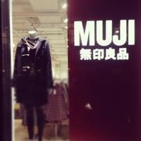 Foto diambil di MUJI oleh Kevin C. pada 11/16/2012