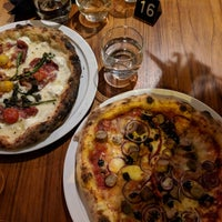 Foto scattata a Daddy Greens Pizzabar da Hannu 👐🏿 L. il 11/25/2017