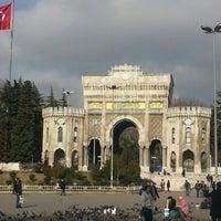 รูปภาพถ่ายที่ İstanbul Üniversitesi โดย Serhat E. เมื่อ 12/31/2012