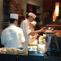 Foto tomada en Blue Ribbon Sushi por Monica A. el 2/24/2013