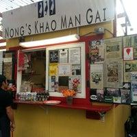 Foto tomada en Nong's Khao Man Gai por Jenson P. el 11/1/2012
