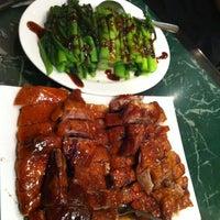 10/17/2012 tarihinde Christina T.ziyaretçi tarafından Sang Kee Peking Duck House'de çekilen fotoğraf