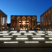 Снимок сделан в Lincoln Center for the Performing Arts пользователем Aash J. 1/10/2013
