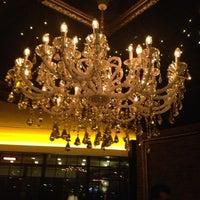 Foto diambil di No4 Restaurant • Bar • Lounge oleh Ferhan Ö. pada 3/1/2013