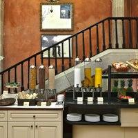 Das Foto wurde bei Hotel Duquesa de Cardona von Hotel Duquesa de Cardona am 10/31/2012 aufgenommen
