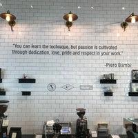 Foto scattata a La Marzocco Cafe da Henry T. il 7/25/2017