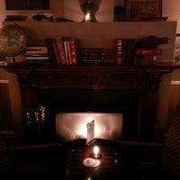 Das Foto wurde bei Pound & Pence von Alexandra O. am 1/30/2013 aufgenommen