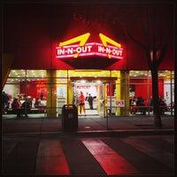 Foto scattata a In-N-Out Burger da Andrew B. il 8/20/2013