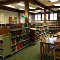 รูปภาพถ่ายที่ Geneva Public Library District โดย Ellen A. เมื่อ 5/14/2013