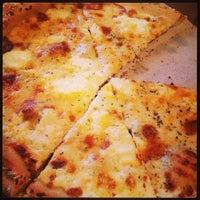 Photo prise au Abbot's Pizza Company par Curly C. le3/3/2013