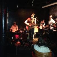 รูปภาพถ่ายที่ Bar4 โดย Chris H. เมื่อ 10/14/2012