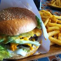3/25/2013 tarihinde TC Onur K.ziyaretçi tarafından Retro Burger'de çekilen fotoğraf