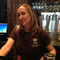 Foto scattata a Henry's Midtown Tavern da Andrew il 7/14/2013