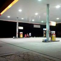 10/25/2012 tarihinde Rafael F.ziyaretçi tarafından Auto Posto Pioneiros'de çekilen fotoğraf