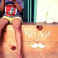 Foto tirada no(a) Nylon Coffee Roasters por Jaffry J. em 5/5/2013