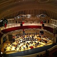 Foto tomada en Symphony Center (Chicago Symphony Orchestra) por Kyle P. el 12/15/2012