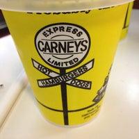 4/27/2013 tarihinde Sueanne Edan D.ziyaretçi tarafından Carney's'de çekilen fotoğraf