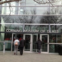 Photo prise au Corning Museum of Glass par Diana Raíza Q. le11/20/2012