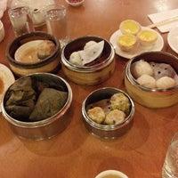 4/13/2013 tarihinde Candice C.ziyaretçi tarafından China Pearl Restaurant'de çekilen fotoğraf