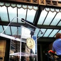 4/15/2013 tarihinde James C.ziyaretçi tarafından City Hall St. James'de çekilen fotoğraf