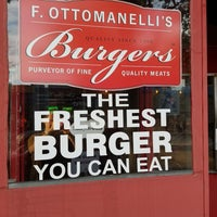 Photo prise au F. Ottomanelli Burgers and Belgian Fries par Daniel C. le7/26/2017
