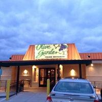 Foto scattata a Olive Garden da Nathan F. il 10/26/2012