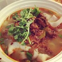 Foto tomada en Xi'an Famous Foods por mintcooper el 9/8/2013