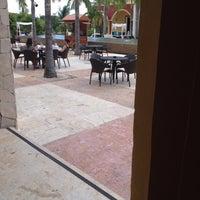 รูปภาพถ่ายที่ La Hacienda โดย Martin A. เมื่อ 10/6/2012